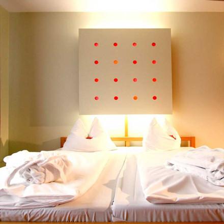SAVOY Hotel Bad Mergentheim: Einzelzimmer und Doppelzimmer, Zimmer, Unterkunft, Übernachtung, Kurzurlaub, Romatik-Wochenende, Appartments für LongStay-Aufenthalt und Familienurlaub