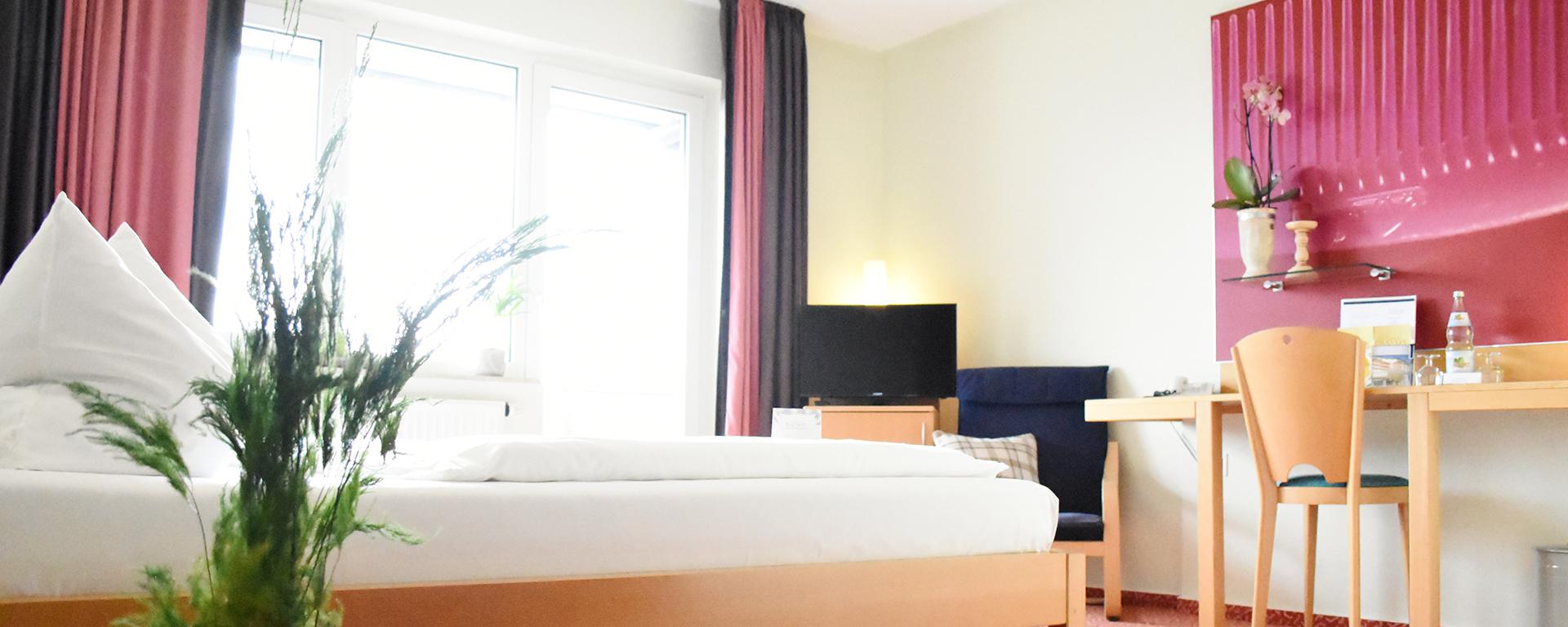 Buchen Sie direkt zum Bestpreis! Hotel SAVOY - Zimmer, Übernachtung, Unterkunft, Kurzurlaub, in Bad Mergentheim im Taubertal